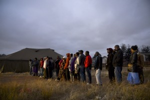 Voters queue to cast their votes in Zimbabwe elections in Mbare, Harare on election day, July 31, 2013.